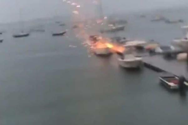 Σοκάρουν οι εικόνες όταν κεραυνός χτυπάει σκάφος! (Video)