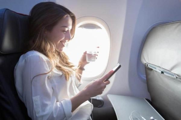 Απίστευτο: Γιατί πρέπει να φοράτε αντηλιακό στο αεροπλάνο;