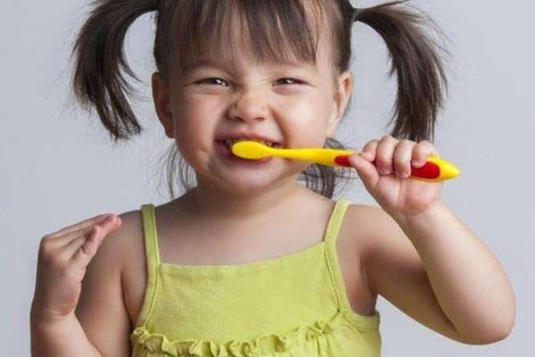 Το ξέρατε; Αυτή η συνήθεια που κάνουμε το πρωί καταστρέφει τα δόντια!