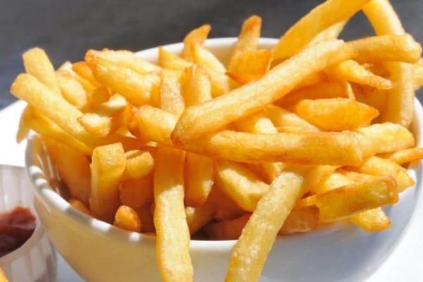 Αυτό είναι το λάθος που όλοι κάνουμε τόσα χρόνια στο τηγάνισμα της πατάτας! Η λεπτομέρεια που τα ανατρέπει όλα!