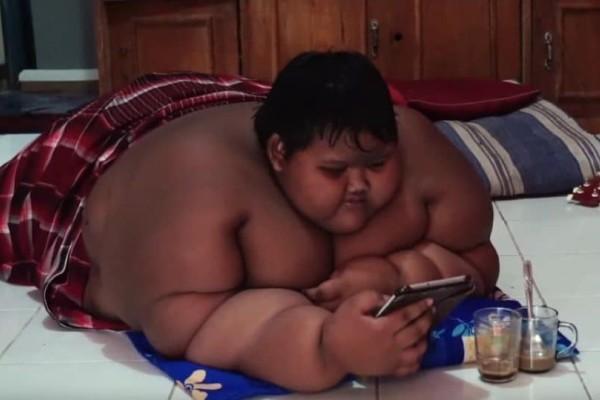 Πώς είναι σήμερα το πιο χοντρό παιδί του κόσμου; Από 192 κιλά έφτασε τα 95 (photos & video)