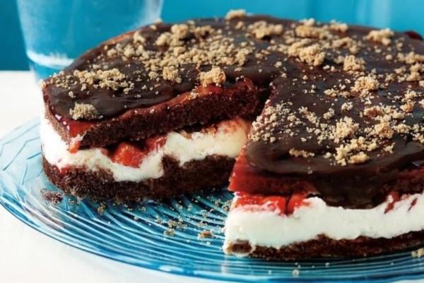 Υπέροχη τούρτα με πραλίνα και φράουλες!