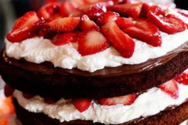 Δίχρωμη τούρτα με φράουλες!