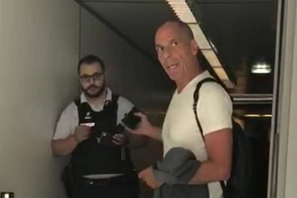 Επεισόδιο με Βαρουφάκη και αστυνομικό στο αεροδρόμιο του Παρισιού! (Video)