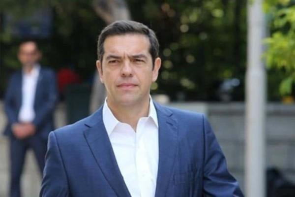 Ο υποψήφιος βουλευτής του ΣΥΡΙΖΑ επιμένει πως ο Αλέξης Τσίπρας είναι το αγόρι του και πως είναι ερωτευμένος μαζί του!
