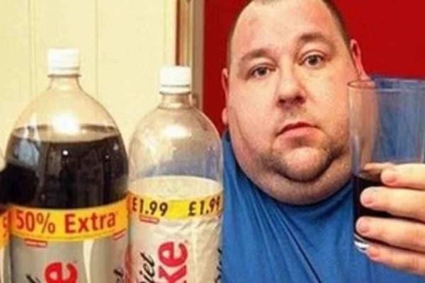 Πίνει 18 μπουκάλια coca cola την ημέρα και...