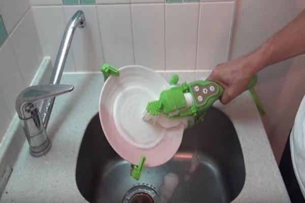 Οι Ιάπωνες... ξέρουν! - Βρήκαν τον πιο γρήγορο τρόπο να πλένεις τα πιάτα! (Video)