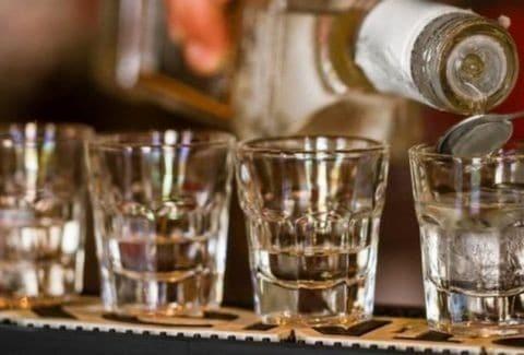 Προσοχή! Δεν είναι φάρσα: Μισθός 20.000 λίρες για να πίνεις τζιν!