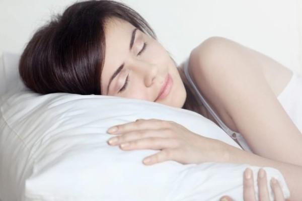 Το κόλπο για να κοιμηθείτε όταν κάνει ζέστη