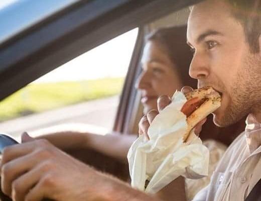 Πώς να αφαιρέσεις λεκέδες φαγητού από τα καθίσματα του αυτοκινήτου!