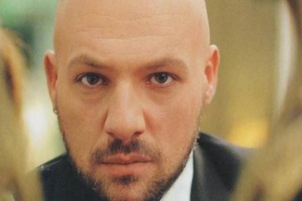 Νίκος Μουτσινάς: Δεν φαντάζεστε τι έγινε στην κηδεία της μητέρας του!
