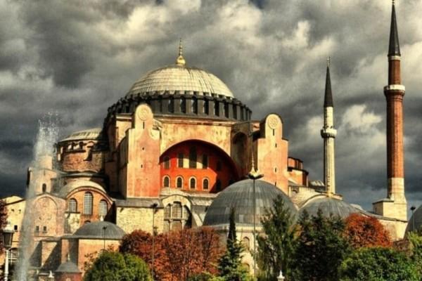 Περίεργα γεγονότα στην Αγιά Σοφιά τρομάζουν τους Τούρκους!