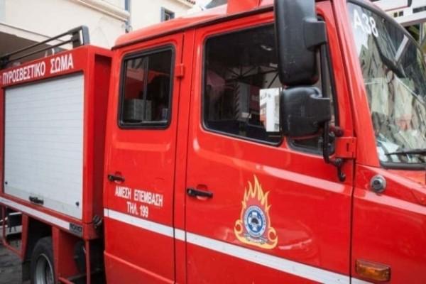 Ανατράπηκε όχημα της Πυροσβεστικής! (photos)