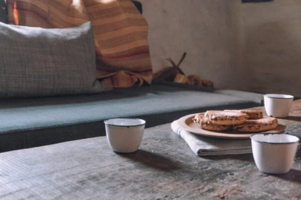 Λεκές από σάλτσα στον καναπέ; Το μυστικό για να τον αφαιρέσετε εύκολα και γρήγορα!