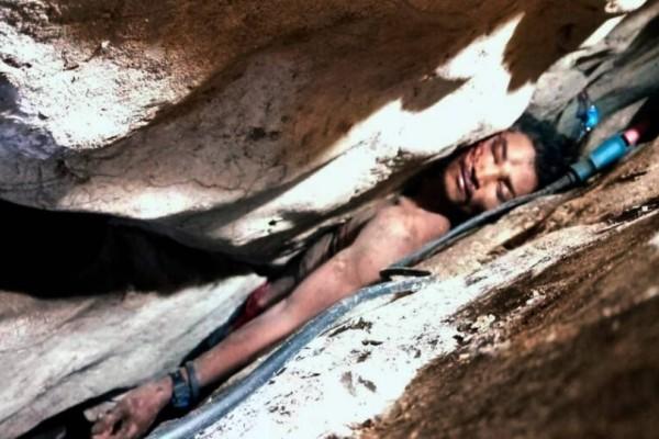 Δραματική διάσωση: Άνδρας σφήνωσε ανάμεσα σε δύο βράχους για τέσσερις ημέρες (photo-video)
