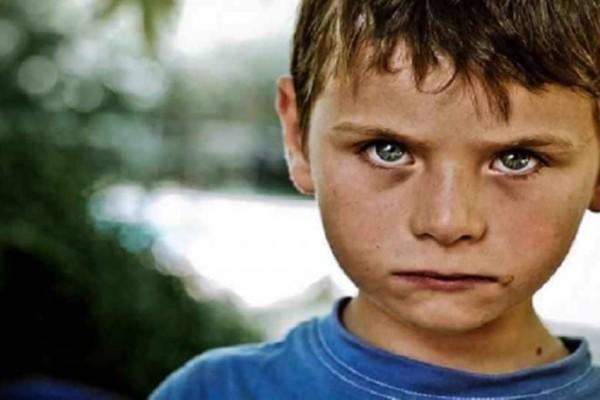 Εξομολόγηση μητέρας που σοκάρει: «Φοβάμαι πως μεγαλώνω έναν δολοφόνο»
