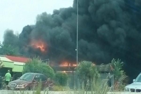 Θεσσαλονίκη: Φωτιά επί της Εθνικής Οδού κοντά στο αεροδρόμιο (photos)