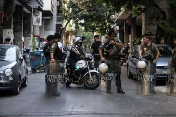 Ένταση στο κέντρο: Μολότοφ εναντίον αστυνομικών!
