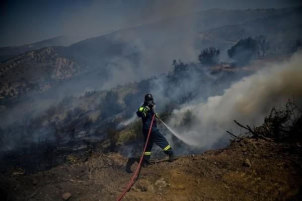 Φωτιά στον Υμηττό: Κάηκαν δύο σπίτια στην Παιανία! (photo-video)
