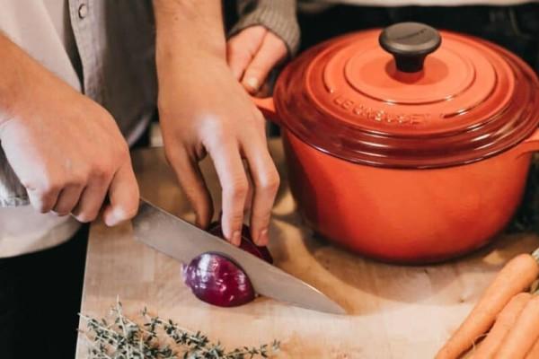 Καθαρίσατε κρεμμύδι; 4+1 τρόποι για να καταπολεμήσετε την άσχημη μυρωδιά!