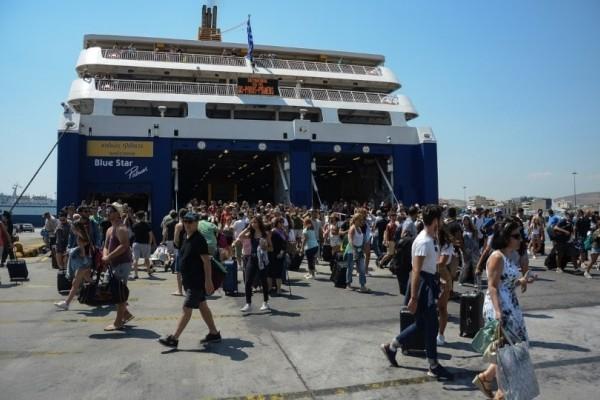 Χαμός: Aδιαχώρητο από την έξοδο στον Πειραιά - Μποτιλιάρισμα στα λιμάνια!