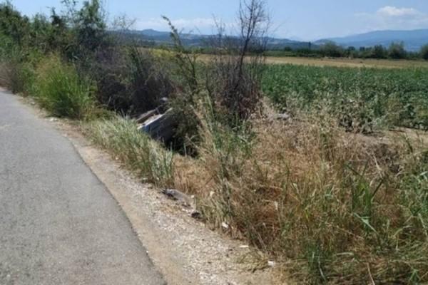 Σοκαριστικό τροχαίο στην Ημαθία: Αυτοκίνητο έπεσε σε αρδευτικό κανάλι! (Video)