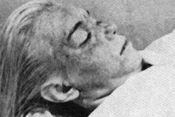 Η Μέριλιν Μονρόε νεκρή! Φωτογραφίες που ανατριχιάζουν!