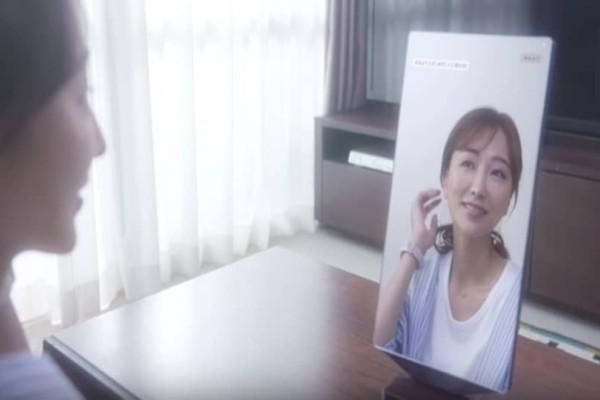 Ο καθρέφτης που σας γεμίζει κοπλιμέντα - Φτιαγμένος για γυναίκες με ανασφάλειες! (Video)