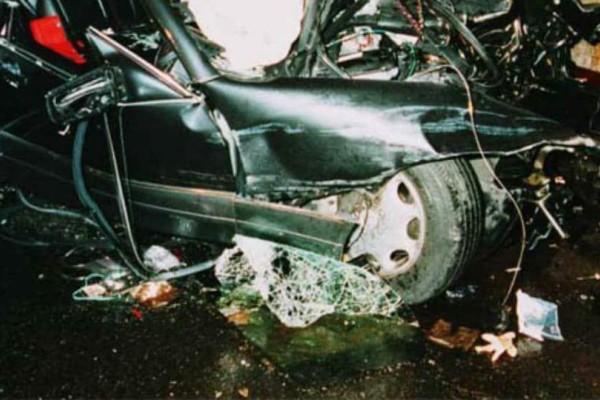 Ανατριχιαστική εικόνα μετά το τροχαίο της πριγκίπισσας Νταϊάνα: Στο δρόμο τα μαλλιά της μετά το ατύχημα!