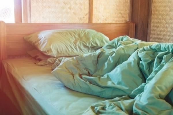 Οι επιστήμονες προειδοποιούν: Μη στρώνετε το κρεβάτι σας το πρωί που ξυπνάτε!