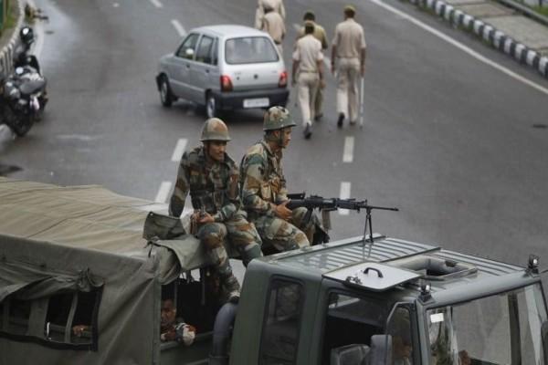 Αιματοκύλισμα από πυροβολισμούς στρατιωτών στα σύνορα Πακιστάν και Ινδίας
