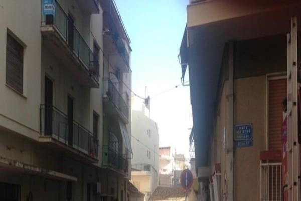 Πάτρα: Γυναίκα απειλεί να «βουτήξει» στο κενό! (photo-video)
