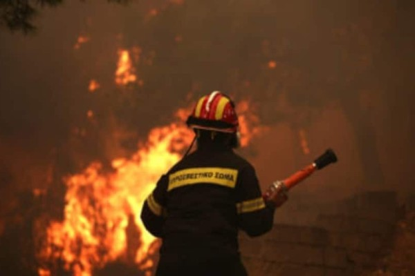Φωτιά στην Εύβοια: Τραυματίστηκε ένας πυροσβέστης!