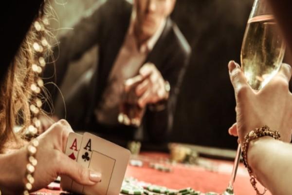 Φρίκη: Έπαιξε τη γυναίκα του στο πόκερ, έχασε και άφησε τους φίλους του να τη βιάσουν!