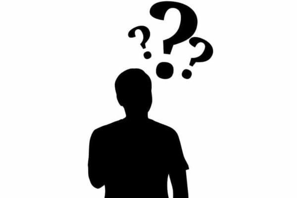 Γιατί λέμε: «Κουτσοί στραβοί στον Άγιο Παντελεήμονα»;