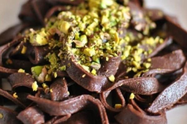 Ταλιατέλες σοκολάτας με φυστίκια αιγίνης!