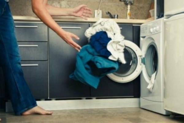 Τι πρέπει να κάνετε για μην ξεθωριάσει το μαύρο από τα ρούχα σας!