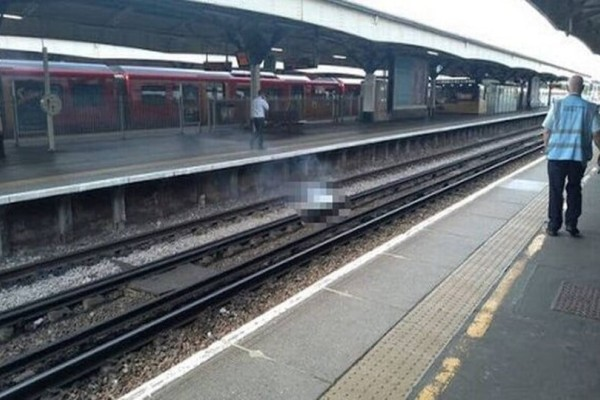 Χάος σε σταθμό τρένου στο Λονδίνο: Ξάπλωσε να κοιμηθεί στις ράγες και κάηκε!