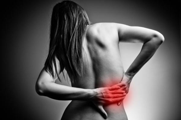 Πόνος στη μέση: Πότε δείχνει ανεύρυσμα, αρθρίτιδα, πέτρες στα νεφρά;