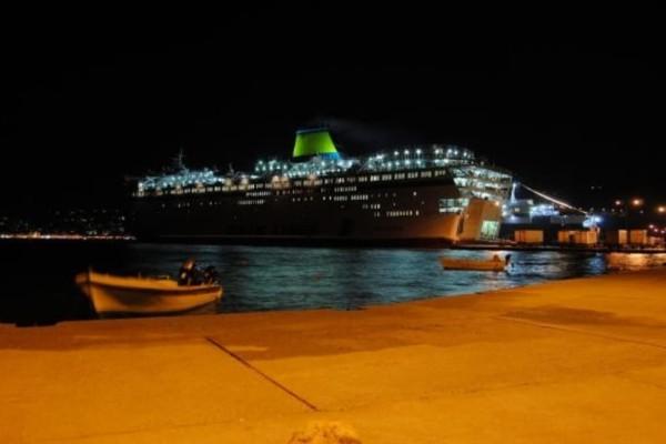 Πειραιάς: Αυτοκίνητο έπεσε στο λιμάνι!