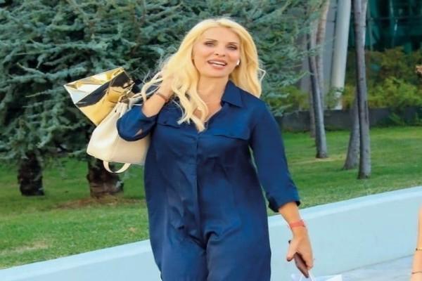 Ελένη Μενεγάκη: Τόλμησε να βάλει το παπούτσι που έχει συζητηθεί περισσότερο απ' όλα!