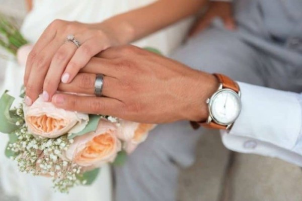 Η 24χρονη σύζυγος τον έπιασε με την… 72χρονη ερωμένη του!