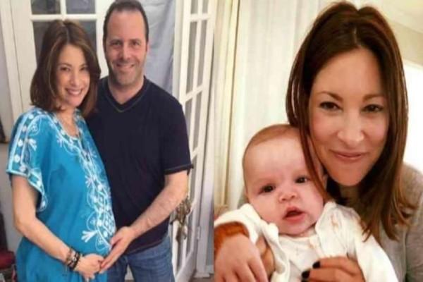 Έγινε μητέρα στα 53 και στέλνει ένα αισιόδοξο μήνυμα σε όσες γυναίκες πιστεύουν ότι είναι αργά για να κάνουν παιδί!
