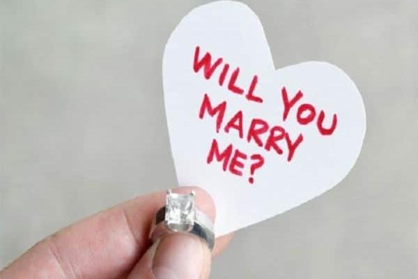 Του απάντησε αρνητικά η κοπέλα του στην πρόταση γάμου και έκανε το... αδιανόητο!