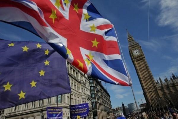 Brexit: Τι θα γίνει με τα δίδακτρα των Ελλήνων που σπουδάζουν στη Βρετανία;