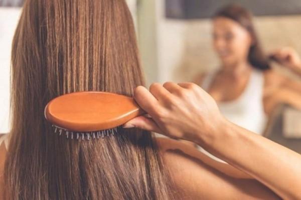 Πέφτουν τα μαλλιά σου μετά την ταλαιπωρία του καλοκαιριού; - 5+1 συμβουλές για να τα σώσεις!