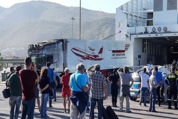 Ηγουμενίτσα: Ζημιές σε φορτηγά και εμπορεύματα  από την φωτιά στο πλοίο! (Video)
