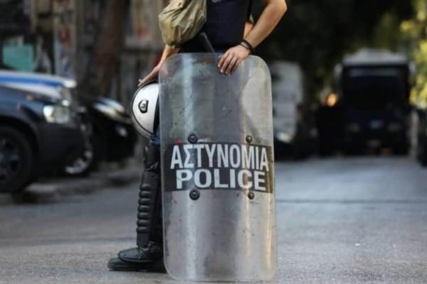 Εξάρχεια: Επιθέσεις με μολότοφ κατά των ΜΑΤ!