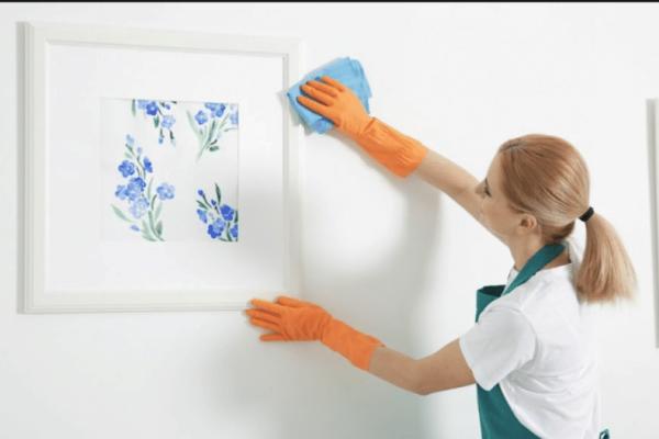 Πώς να καθαρίσετε τέλεια έναν βρώμικο τοίχο χωρίς να αφήσετε στάμπες!