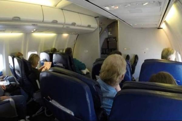 Ασυγκράτητο ζευγάρι κλείστηκε σε τουαλέτα αεροπλάνου για 10 λεπτά! (photos-video)